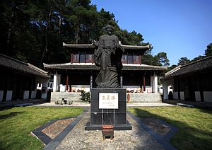 Zhu Xi - Statue of Zhu xi at the White Deer Grotto Academy in Lushan Mountain