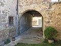 089 Cal Jaumet Pensa, c. Antic 7 (Sant Boi de Lluçanès), passatge cobert.jpg