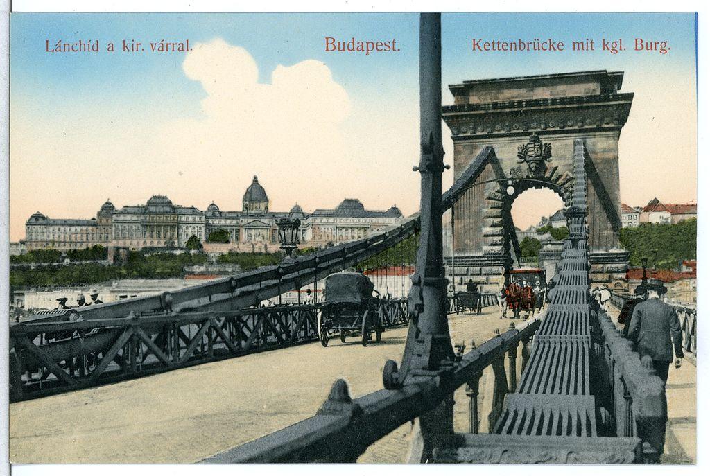 Palais de Budavar au bout du pont des chaines à Budapest en 1900.