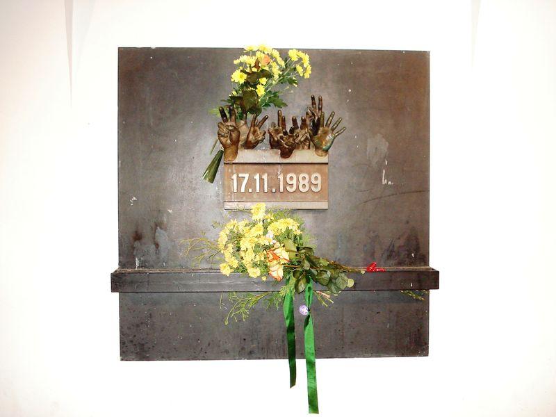 17listopadu89 pomnik.JPG