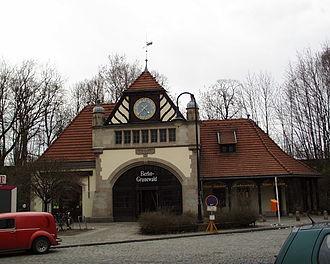 Berlin-Grunewald station - Image: 2000 03 26 Bahnhof Grunewald