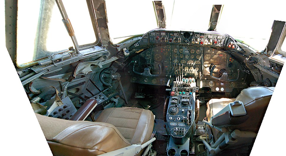 2006-06-03 Vickers Viscount unrestored cockpit