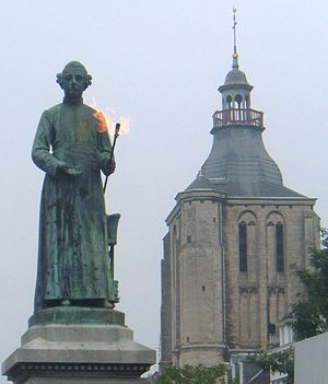 Jean-Pierre Minckelers - Statue of Minckelers with 'eternal burning flame' in Maastricht