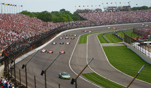 2008 Indianapolis 500 - The field entering turn 4, aligned for the start.