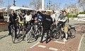 2017 03 19 Turistes amb bici visitant la Falla Na Jordana.jpg