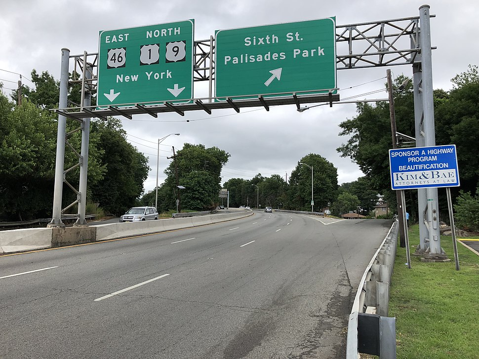 2018-07-22 10 46 50 View north along U.S. Route 1 and U.S. Route 9 and east along U.S. Route 46 at the exit for Sixth Street (Palisades Park) in Palisades Park, Bergen County, New Jersey