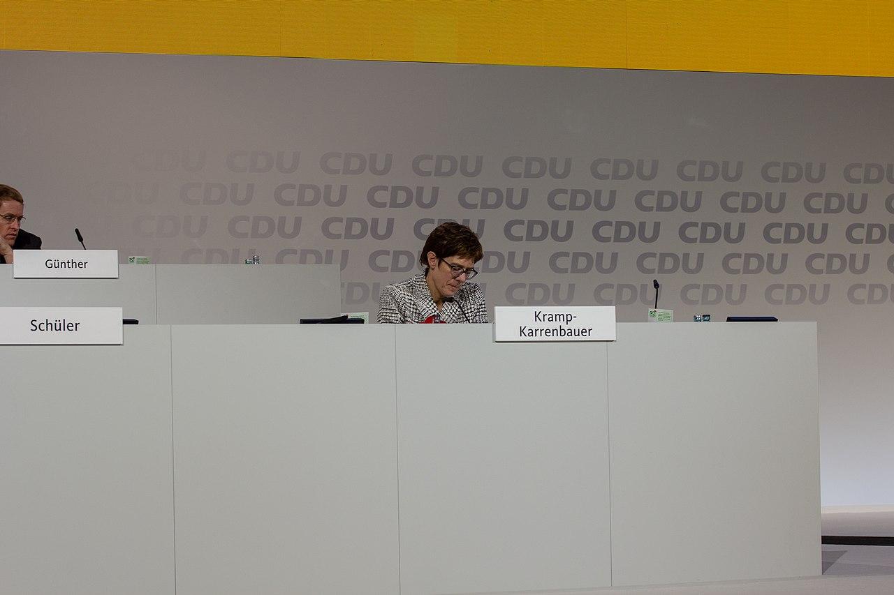 2018-12-07 Annegret Kramp-Karrenbauer CDU Pateitag in Hamburg-2568.jpg