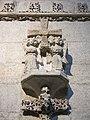 303 Catedral d'Oviedo, Creu dels Àngels, esculpida a l'entrada de la Cambra Santa.jpg
