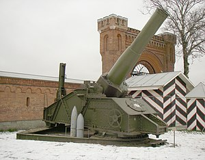 305 mm howitzer M1915 - Type 1915 in Saint Petersburg Artillery Museum.