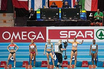 Audrey Alloh (la prima atleta sulla destra), prima della partenza della semifinale dei 60m agli Europei indoor di Göteborg 2013.