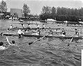 81e Varsity op Amsterdam Rijnkanaal , Nereus Oude Vier omringd door supporters, Bestanddeelnr 917-7202.jpg