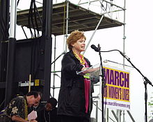 Bonnie Franklin speaks to crowd at March For Women's Lives in 2004.
