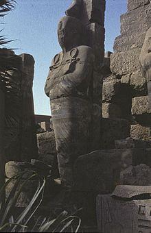 Colosso osiriaco di Thutmose I, padre di Hatshepsut, nella