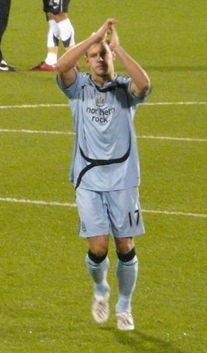 Alan Smith (footballer, born 1980) - Smith applauding Newcastle supporters