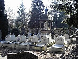 Sainte-Geneviève-des-Bois Russian Cemetery - Image: Alekseevtsy S Gd B