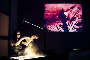Sand animation - Alexandra Konofalskaya performing sand animation