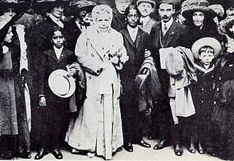 Group photo includes Annie Besant, Jiddu Krishnamurti, George Arundale, and Jiddu Nityananda, London May 1911
