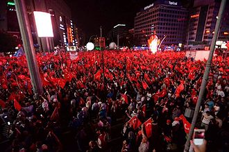 2016 Turkish coup d'état attempt - Citizens protesting the coup attempt in Kızılay Square