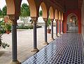 Arkadengang mit Säulen.jpg