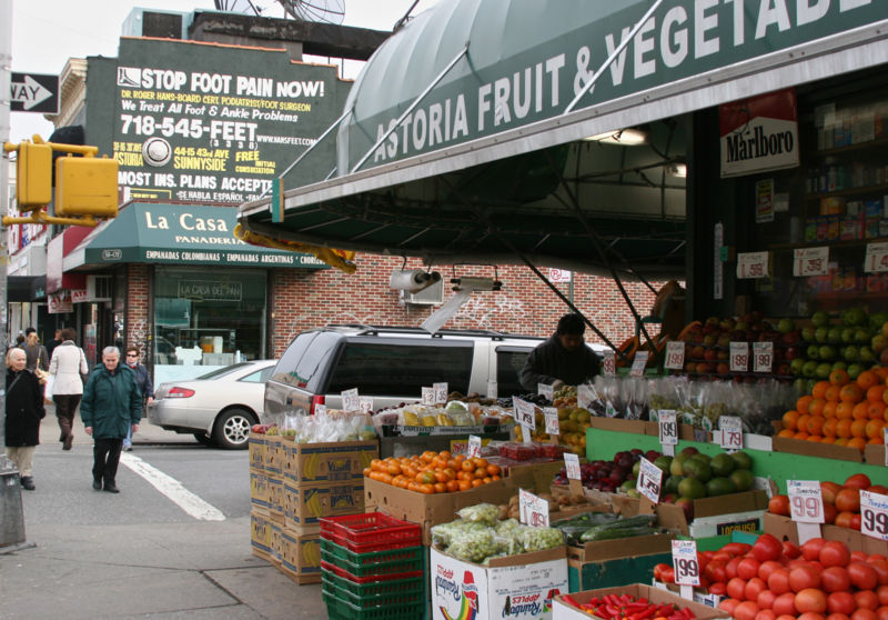 800px-Astoria_fruit_market.jpg