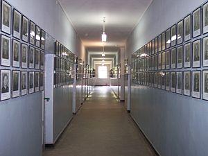 Auschwitz I death block 11 02.jpg