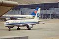 B-2819 B757-25C Xiamen HKG 01OCT99 (6590661145).jpg