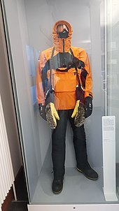 59027b3ae9e Extreme cold weather clothing - Wikipedia