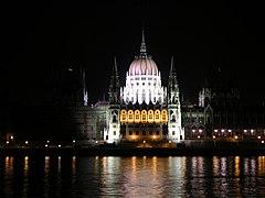 BP parliament at night BÅn.JPG