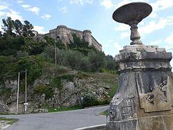 Balsorano castello da fontana borgo vecchio.jpg