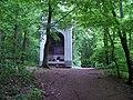 Baně, lesní kaplička Panny Marie, zepředu.jpg