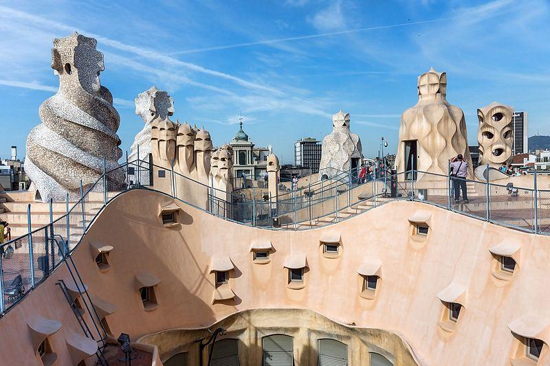 File:Barcelone - Casa Milà - Toit.jpg