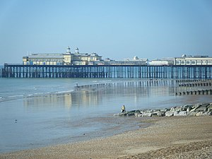 Immagine Beach and Pier, Hastings - geograph.org.uk - 1563686.jpg.