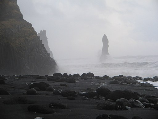Beach at Vik (2168973302)