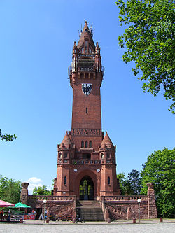 Komplettansicht des Turmkomplexes