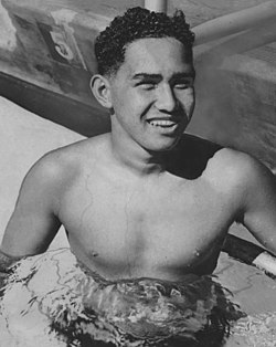 Bill Smith swimmer 1941.jpg