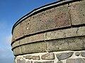 Bismarckturm Vogelsberg Gedenktafel Detail Turmabschluss.jpg