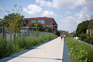 Bloomingdale Line - Image: Bloomingdale Trail, the 606, Chicago 2015 33