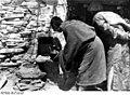 Bundesarchiv Bild 135-S-19-13-02, Tibetexpedition, Kepo, Eingemauerter Eremit.jpg