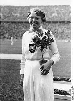 Bundesarchiv Bild 183-G00464, Berlin, Olympiade, Tilly Fleischer, Speerwurf-Siegerin.jpg