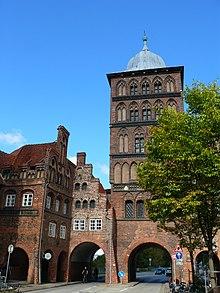 533e86f731e3d Burgtor Lübeck von der Stadtseite gesehen