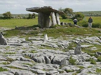 Poulnabrone dolmen - Image: Burrendolmen