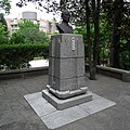 Bust of Dr. Sun Yat-sen in Beitou Park 20120401.jpg