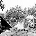 COLLECTIE TROPENMUSEUM Kopradroogschuur met opklapbaar dak te Sulawesi TMnr 10012513.jpg