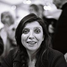 http://upload.wikimedia.org/wikipedia/commons/thumb/b/bc/Carole_Martinez_salon_radio_france_2011.jpg/220px-Carole_Martinez_salon_radio_france_2011.jpg