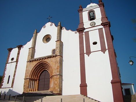 The historical Cathedral of Silves with Manueline portico Catedral de Silves.JPG