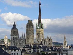 Cathédrale de Rouen vue de l'Opéra.JPG