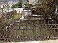 Cemiterio vello de Mondoñedo. Cercado de tumba.jpg