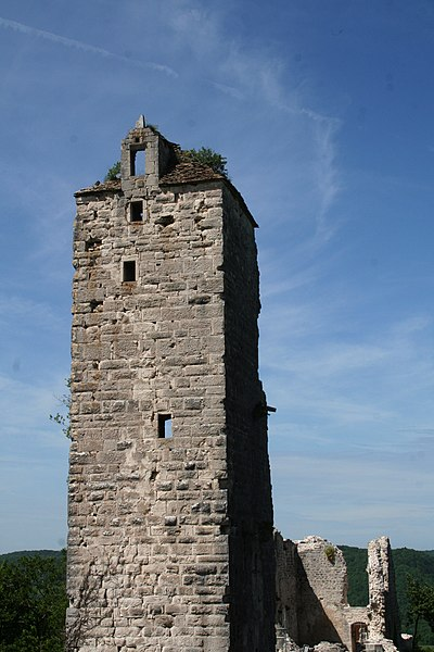 Donjon du château de Scey à Chassagne-Saint-Denis (Doubs)