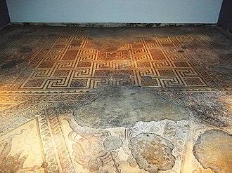 Chedworth Roman Villa - Image: Chedworth Roman Villa 2012 Triclinium mosaic