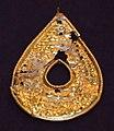 Ciondolo in lamina d'oro, VI-VIII secolo, dall'orto dei cappuccini a copdistria.jpg